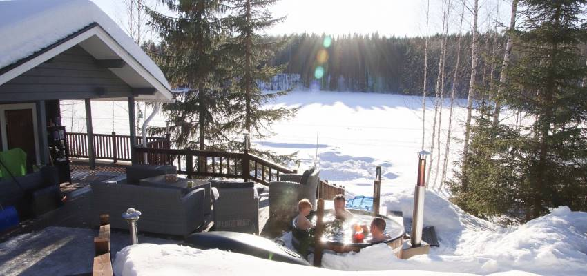 Customer image: Anu-Elina; Straight into the hot tub from a hole in the ice | Kirami